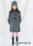 Детское пальто и шапочка, связанные спицами