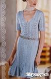 Ажурное голубое платье, связанное спицами. Описание и схемы бесплатно