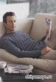 Мужской рельефный джемпер, связанный спицами. Описание и схемы вязания бесплатно