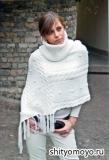 Белое пончо с воротником, связанное спицами. Описание и схемы вязания бесплатно