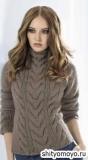 Серо-коричневый пуловер с косами, связанный спицами. Описание и схемы вязания бесплатно