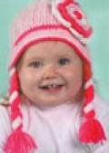 Детская вязаная шапочка с косичками