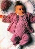 Кофточка, ползунки и чепчик для малыша, связанные спицами ажурным узором