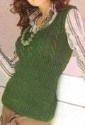 Зеленый жилет с узором «косы», связанный спицами. Подробное описание + схемы