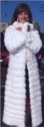 Вязаное спицами женское пальто