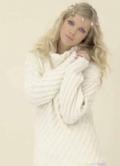 Белый пуловер, связанный спицами. Описание + схема
