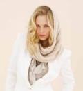 Бежевый шарф-капор, связанный спицами