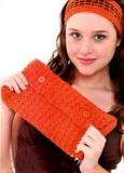 Красный клатч и повязка на волосы, связанные крючком. Описание + схемы