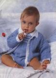 Голубой комбинезон, связанный спицами, на ребенка 1-2 лет. Описание + схемы