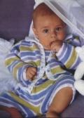 Полосатый комбинезон на ребенка 6 месяцев и 1 года, связанный спицами. Подробное описание