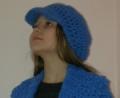Синяя шапка с козырьком на девочку, связанная крючком. Авторская работа. Подробное описание