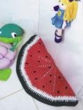 Детский коврик-арбуз, связанный крючком. Описание + схема