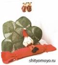 Зеленая детская подушка-цветок, связанная крючком. Описание + схема