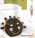 Детская подушка-сороконожка с бантиками, связанная крючком. Описание + схемы