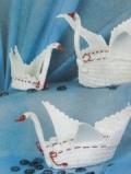 Белая корзинка-лебедь, связанная крючком. Описание + схемы