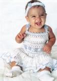 Детское белое платье и повязка на голову, связанные крючком. Описание + схемы