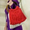 Красная сумка с косами и шишечками, связанная спицами. Описание + схема