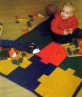 Детский разноцветный коврик-пазлы, связанный крючком. Описание + схема