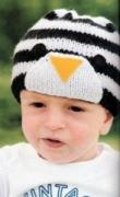 Черно-белая детская шапочка-пингвин, связанная спицами. Описание + схема