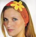 Оранжевая повязка на волосы с цветком, связанная крючком. Описание + схемы