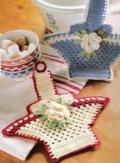 Поделки своими руками: декоративные корзинки с цветками для кухни, связанные крючком. Описание + схемы