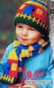 Разноцветные шапочка-домик и шарф для мальчика, связанные спицами. Описание + схема
