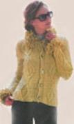 Женский жакет с опушкой, связанный спицами