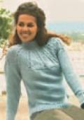Джемпер с кокеткой, связанный спицами
