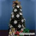 Новогодние поделки своими руками: 2 снежинки, связанные крючком. Описание и схемы бесплатно