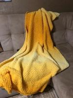 Плед Солнце на диване из Пуффи