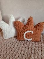 Плед и подушки-короны из Пуффи Ализе